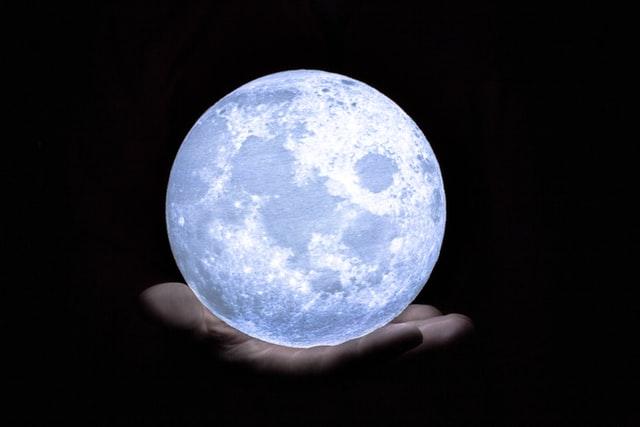 【高島易断2022年】一白水星の運勢!吉方位・恋愛運・金運を解説